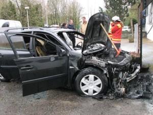Fahrzeugbrand bei der Reitanlage in Buoch